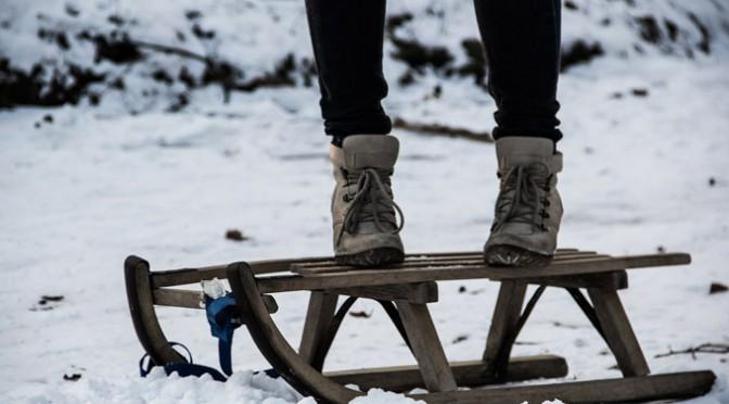 Wintersportarten: Rodeln & Schlittschuh fahren