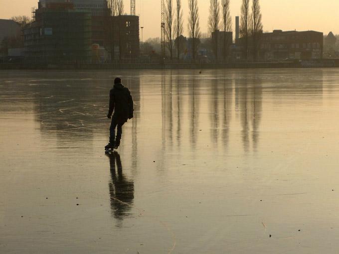 schlittschuh-gefroren-schlittschuhfahren