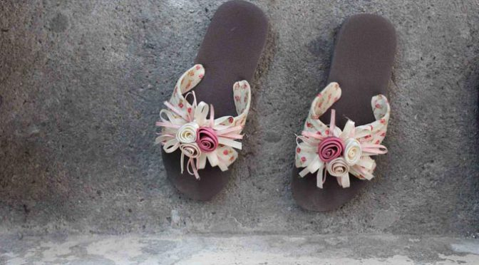 Sandalen Blumen Applikation