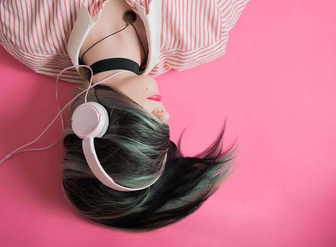 Kopfhörer Haare Bluse