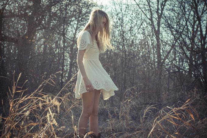 Kleid Weiß Lochmuster